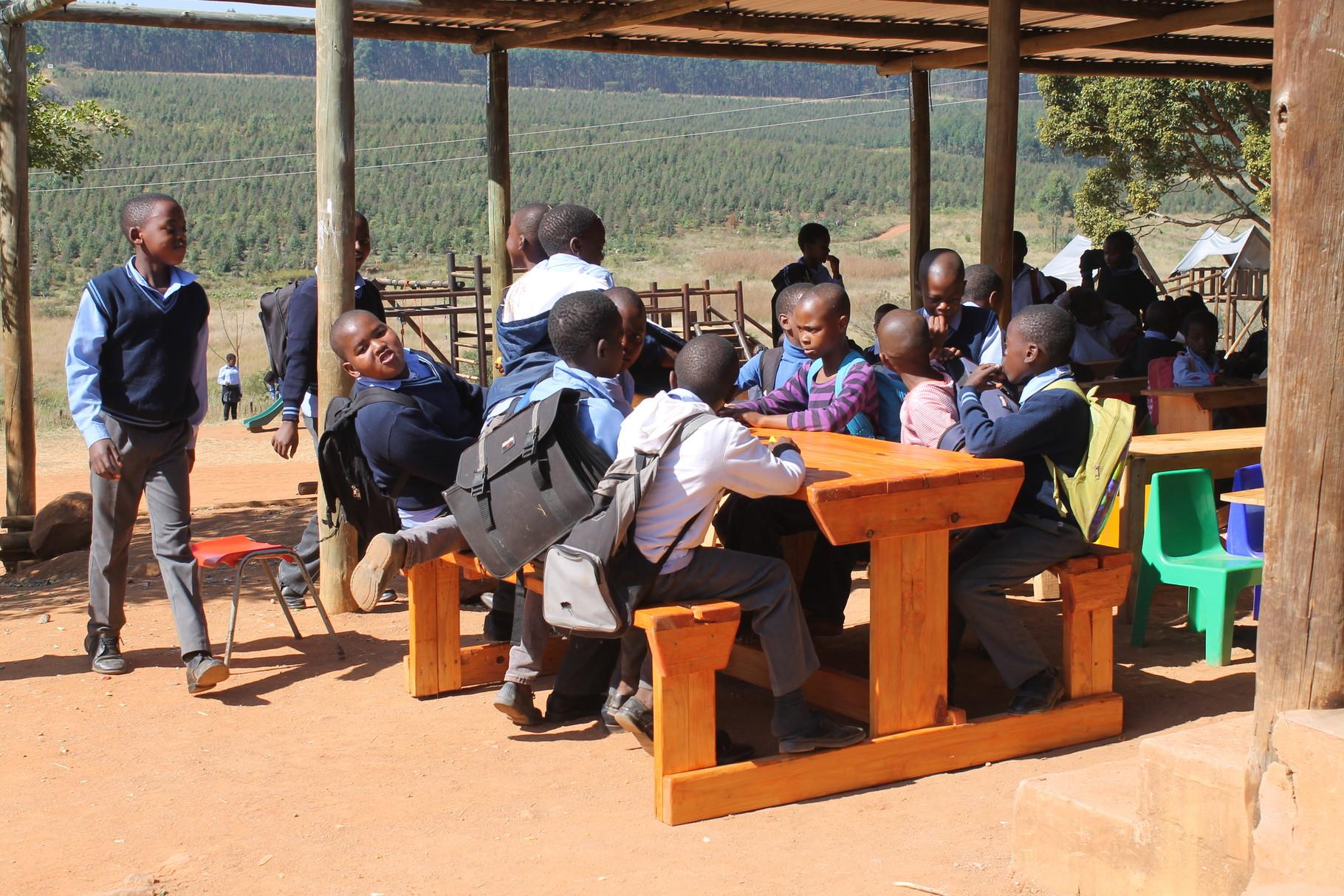 Schultisch für die Klasse draussen