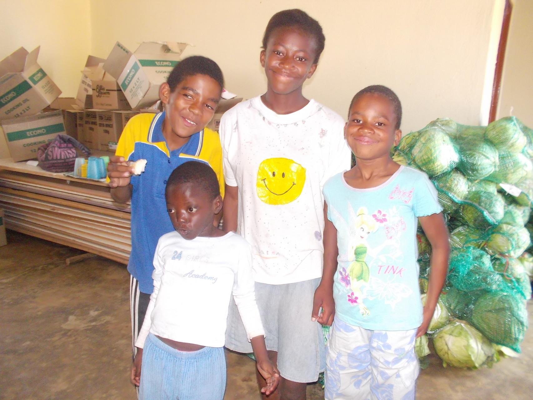 Angels Hope's Waisenkinder Jerome, Nosipho, Thepisho und Nuglunga