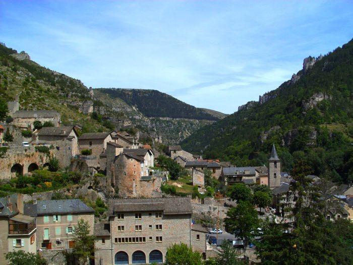 ... avec une vue exceptionnelle sur le village médiéval classé de Ste Enimie