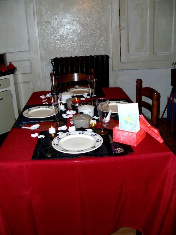 """""""Près d'une belle table..."""