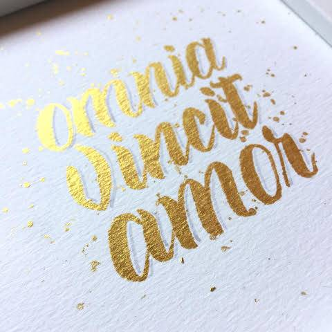 Letter Lovers buntegalerie: Handlettering amnia vincit amor