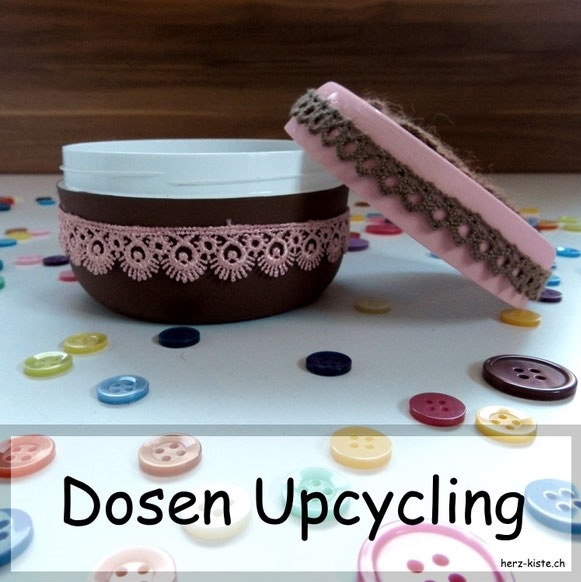 Dosen Upcycling mit Spitzenbändern und Acrylfarbe