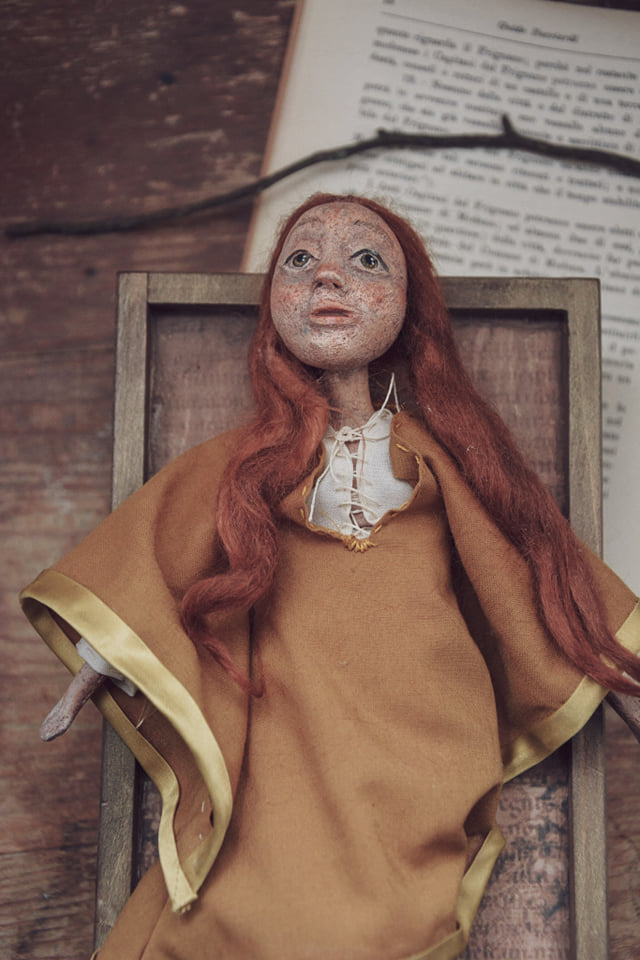 Bambola in pasta di legno dedicata a Matilde