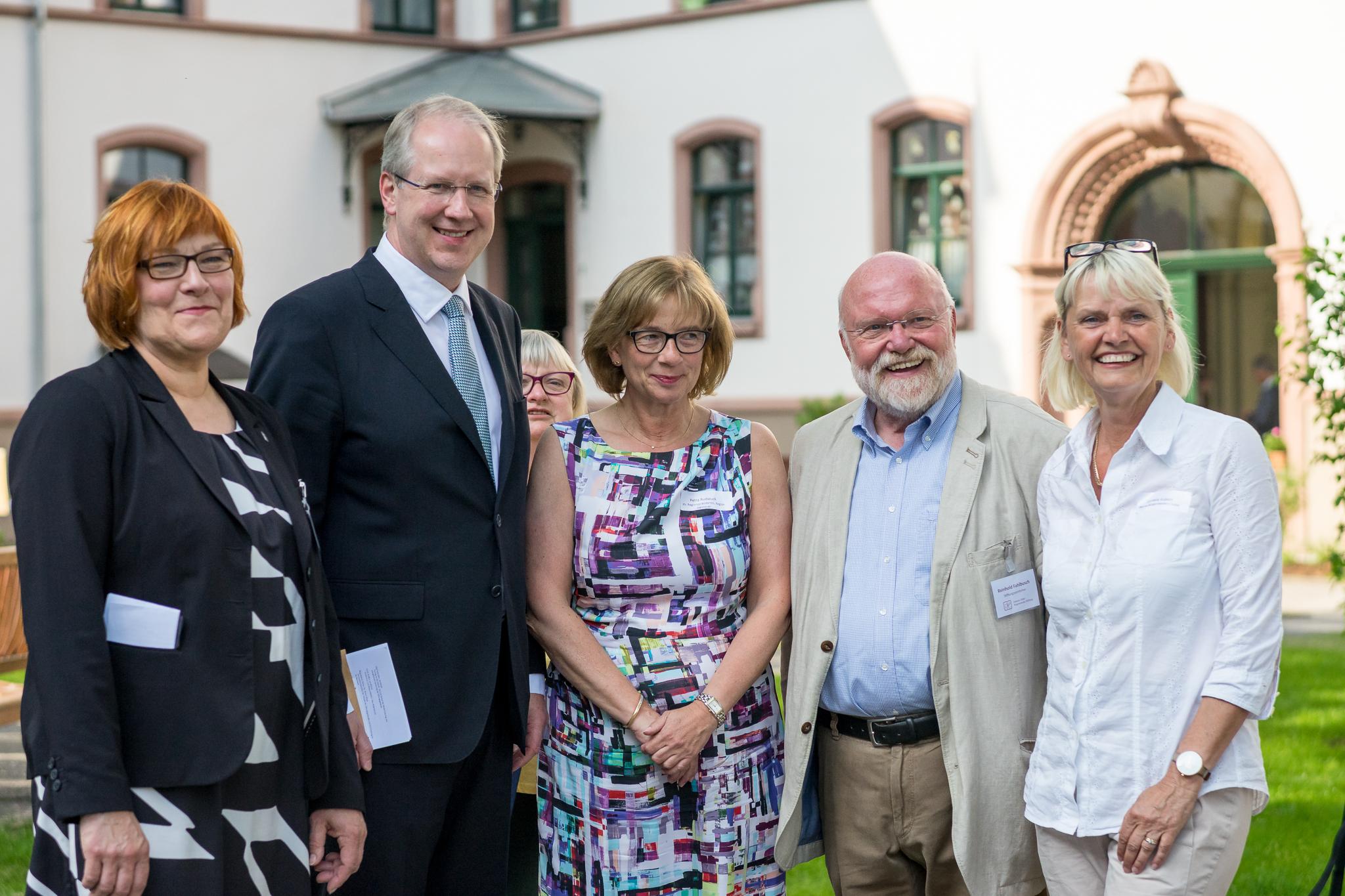 Gruppenergänzung durch die stv. Regionspräsidentin Petra Rudszuck und die Bezirksbürgermeisterin Cornelia Kupsch.