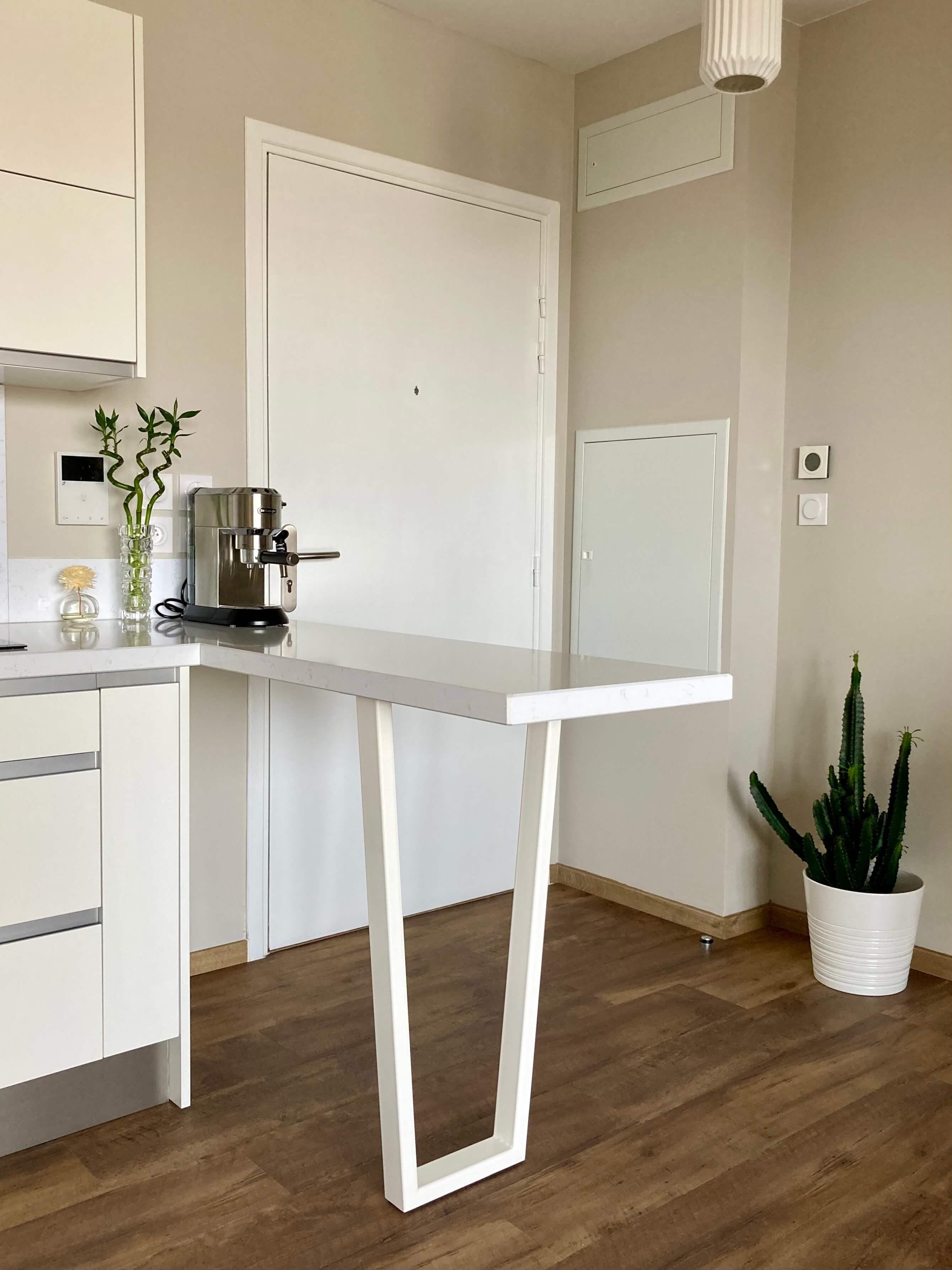 pied de table design pour cuisine coloris blanc satiné