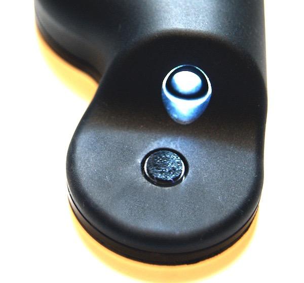 Der Nadelreinger Flux-Sonic von vorne mit Reinigunspad