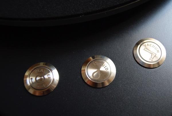 Schalter und Taster der Plattenwaschmaschine Clearaudio Smart Matrix Silent