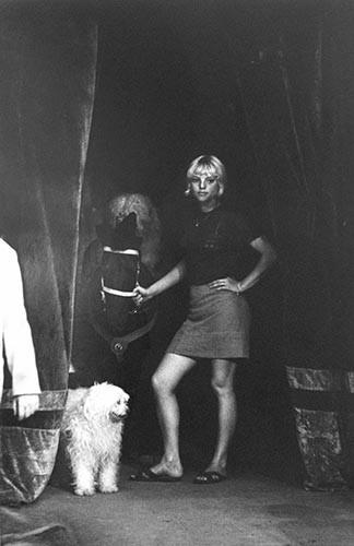 Mädchen mit Pferd und Hund | analoges Foto / Handabzug S/W | 1980 | Dnjepropjetrowsk