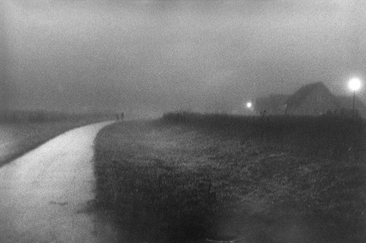 Nachtweg | analoges Foto / Handabzug S/W | 2012 | Halle