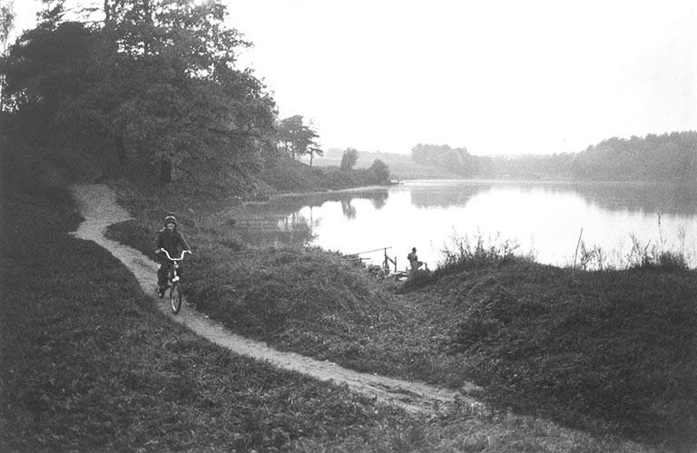 Radler und Angler | analoges Foto / Handabzug S/W | 1988 | Podmoskovie