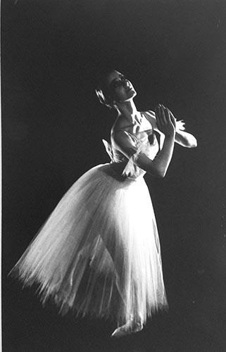 Tänzerin Hände zusammengelegt | analoges Foto / Handabzug S/W | 1990 | Dnjepropjetrowsk | 500,- | 1/10