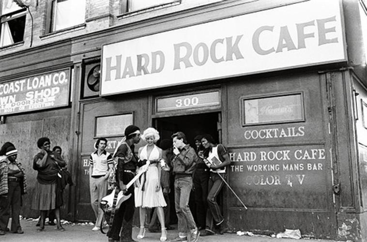 """Hard Rock Cafe""   silver gelantine print   30x40 cm   1982   Los Angeles"