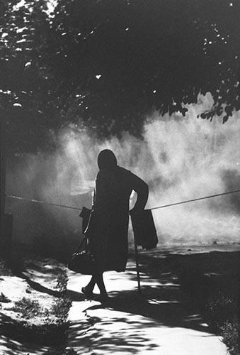 Frau im Schatten | analoges Foto / Handabzug S/W | 1980 | Dnjepropjetrowsk