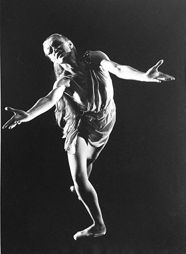 Tänzerin Arme ausgebreitet | analoges Foto / Handabzug S/W | 1990 | Dnjepropjetrowsk