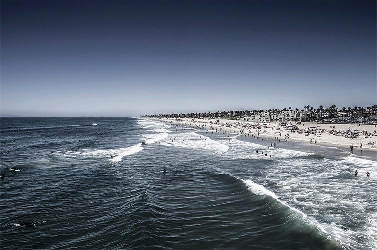 Huntington Beach II - 2012, 90x60cm, fineArt print auf GlossArtFibre kaschiert, auf 4mm AluDiBond, Schattenfugenrahmen Nussbaum massiv