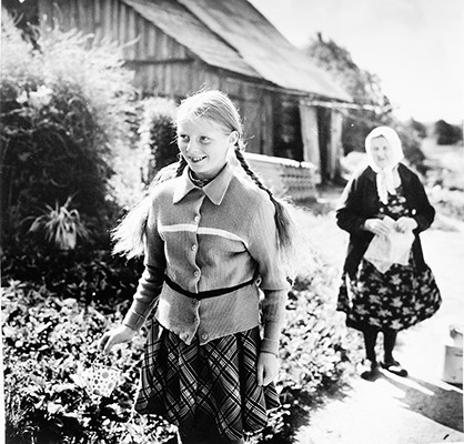 37,20x37,10cm, Girl with Braids, Salakas 1979