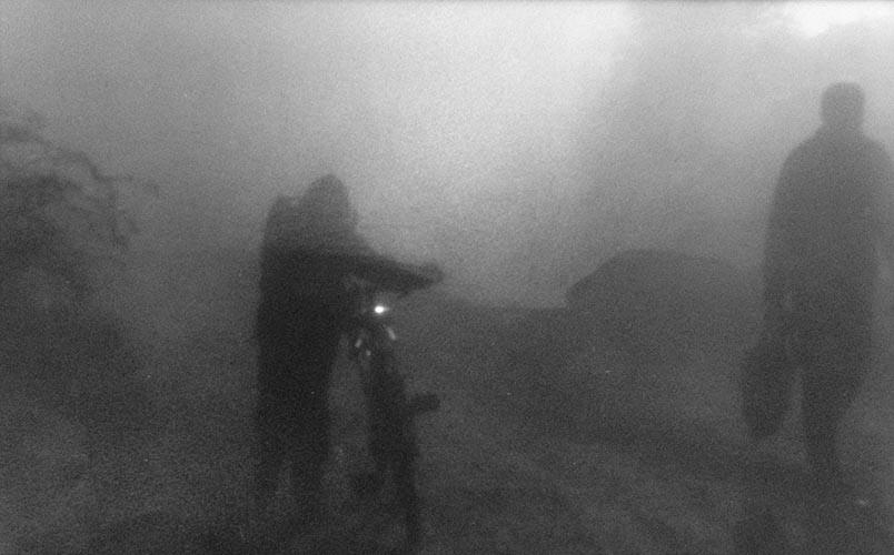 Abend, Radfahrer und Fußgänger | analoges Foto / Handabzug S/W | 2000 | Halle