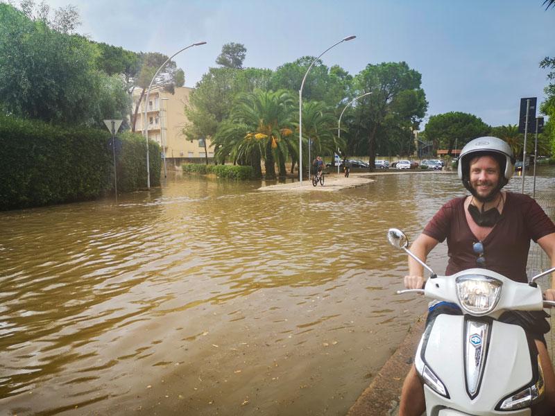 Tsjah.. de eerste regenbui van Sardinië, en wij waren erbij