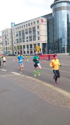 Erik Werner auf der ersten Hälfte des Leipzig-Marathons.