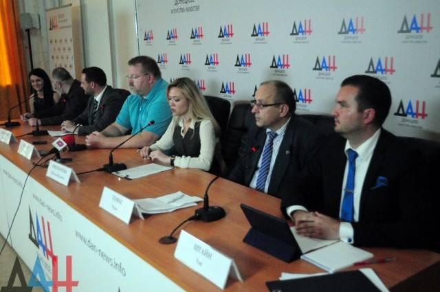 Ganz rechts die beiden Vertreter der AfD: Thomas Rudy und Udo Stein