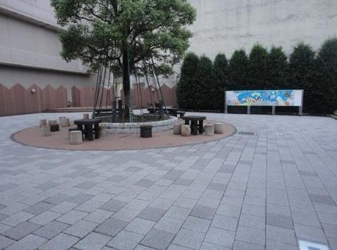 津市まん中広場