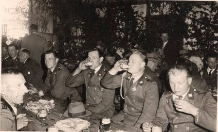 """1959 v.re. unbekannt,Heinz Wiegmann,Reinhard Krüger,Gerhard Schulz (Pafftei),Hermann Schreiber, vorne li. Hermann Emme """"Emmes Meister"""""""
