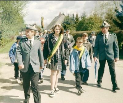 1996 Kinderkönige Nina Gelsheimer und Maik Kampa mit Eckhard Wiegmann und Hermann Möller