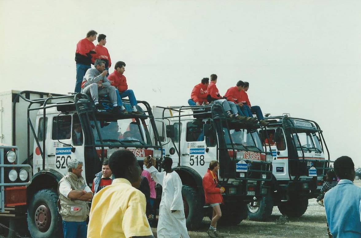 L'équipe des poids-lourds alignement proche du lac rose à Dakar