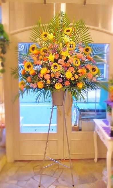 ヒマワリを入れた生花スタンド