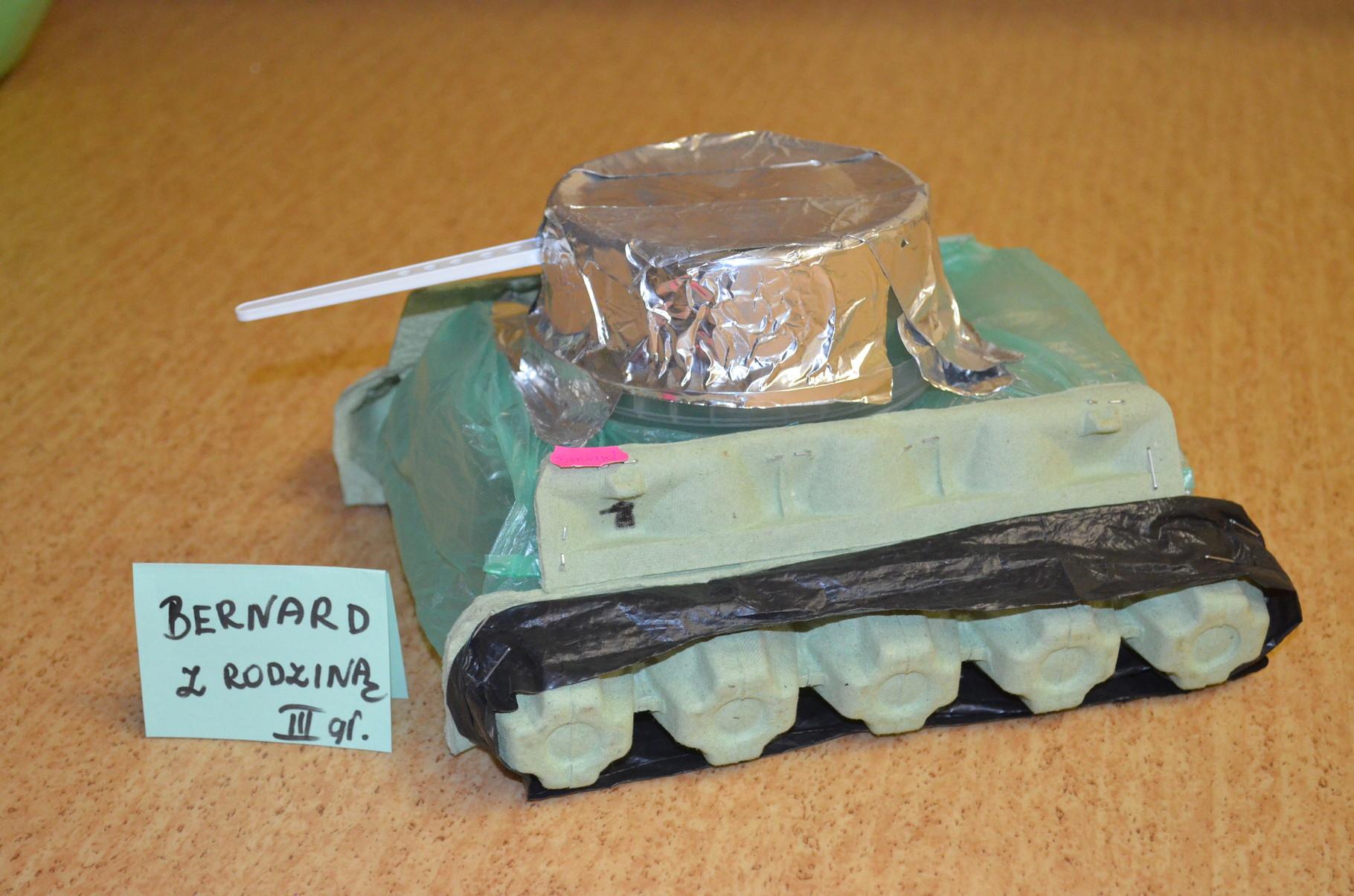 Zabawa logopedyczna z czołgiem nad głoską CZ