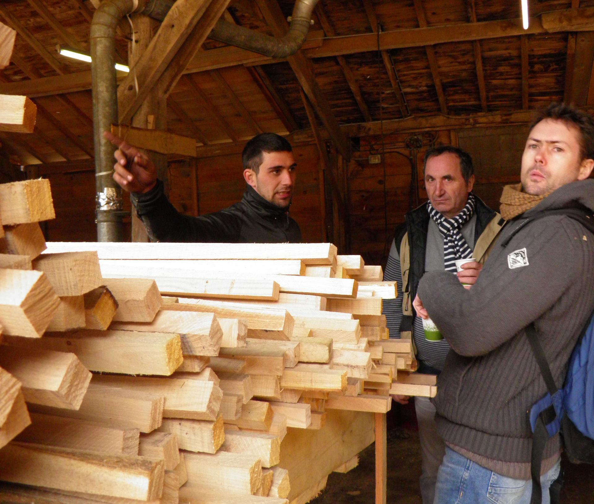La scierie TARTAR est spécialisée dans la fabrication de tuteurs. (Jean Luc VINCENT continue de fournir en bois de chauffage et piquets)