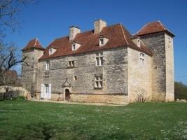 Le CHATEAU DE LANTIS à Degagnac. Une restauration dans la plus pure tradition historique et écologique...