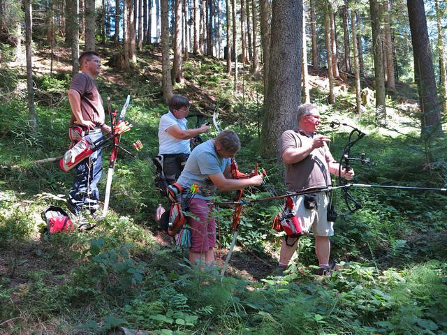 Letztes Jahr auf dem Hollersbacher Parcours - der Bär ist doch weiter weg als zunächst geschätzt!