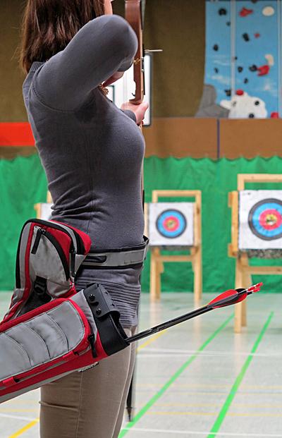 Bogenschützin beim Training in der Halle - Foto: © Martina Berg
