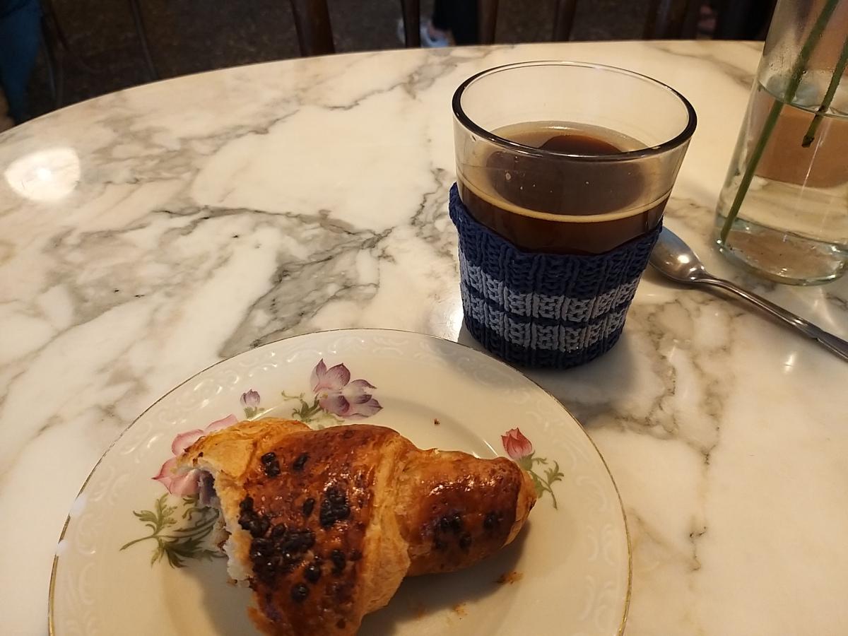 Liebevolles Gedeck im Café