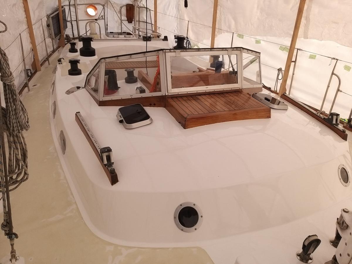 Aufbau und Cockpit fertig lackiert