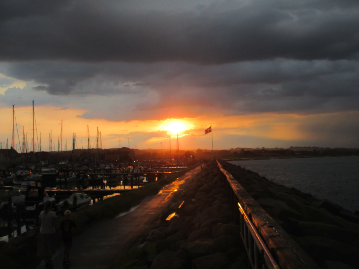 Nasser Sonnenuntergang in Saeby