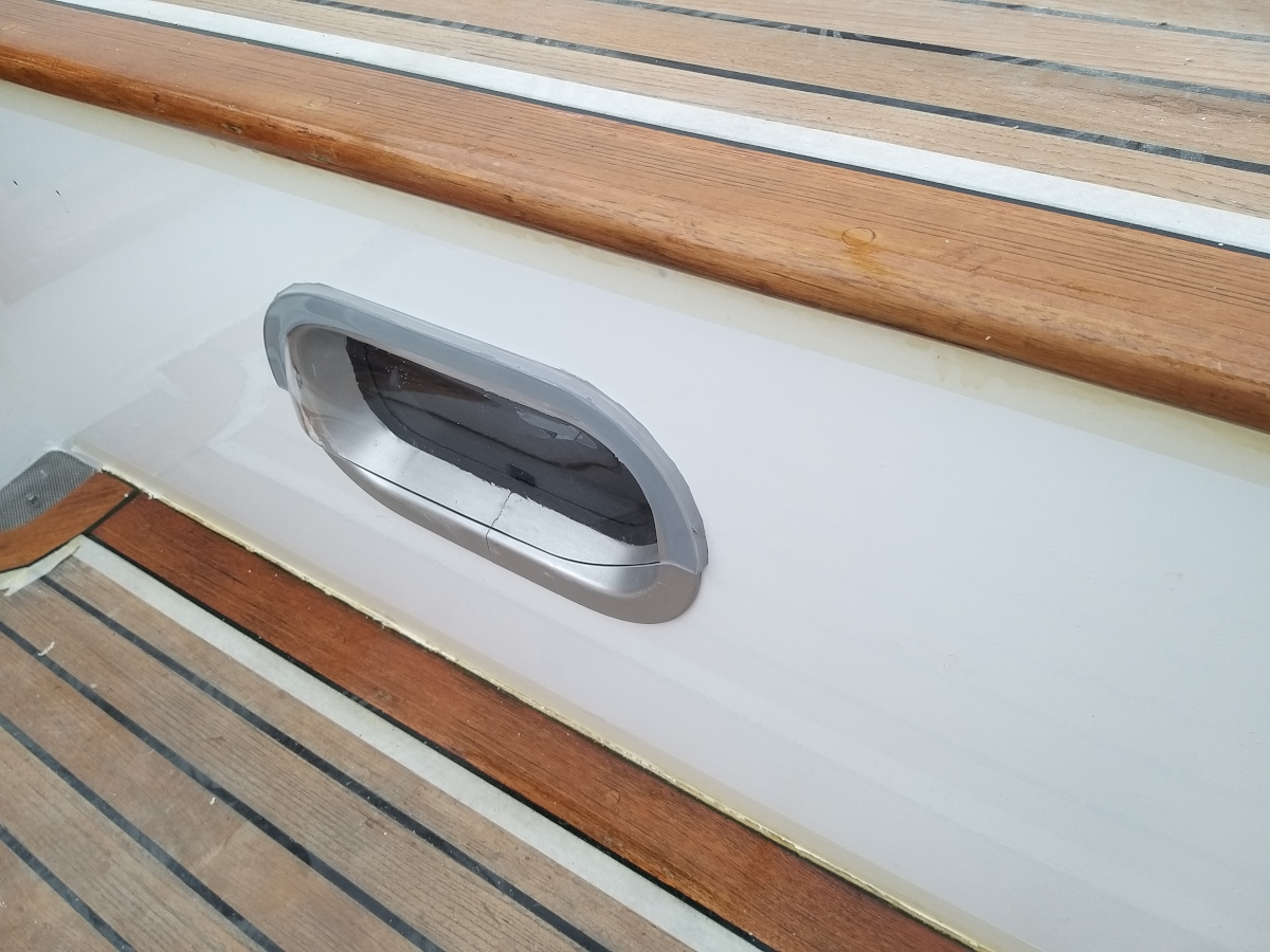 Fenster mit Regenabweiser Steuerbord-Kammer zum Cockpit