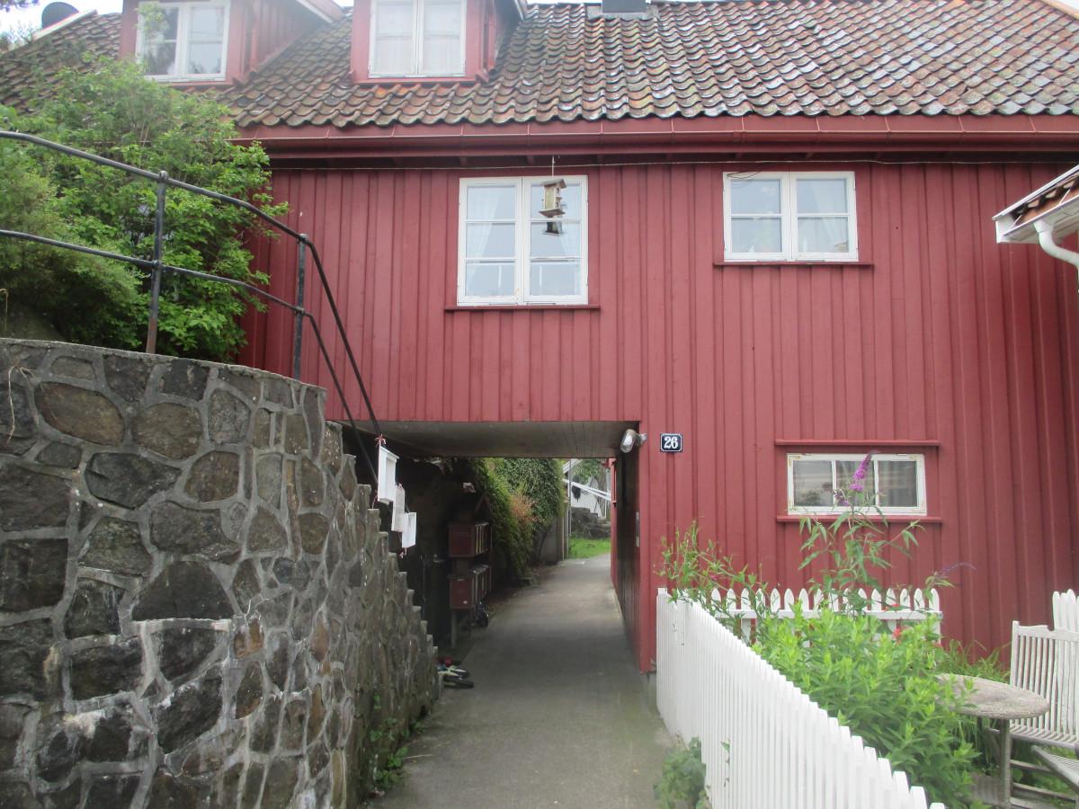 Zweckmäßiger Hausbau, wenn die Schäre durch Wege unterteilt wird
