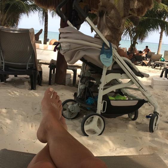 Siesta sotto la palma in Messico