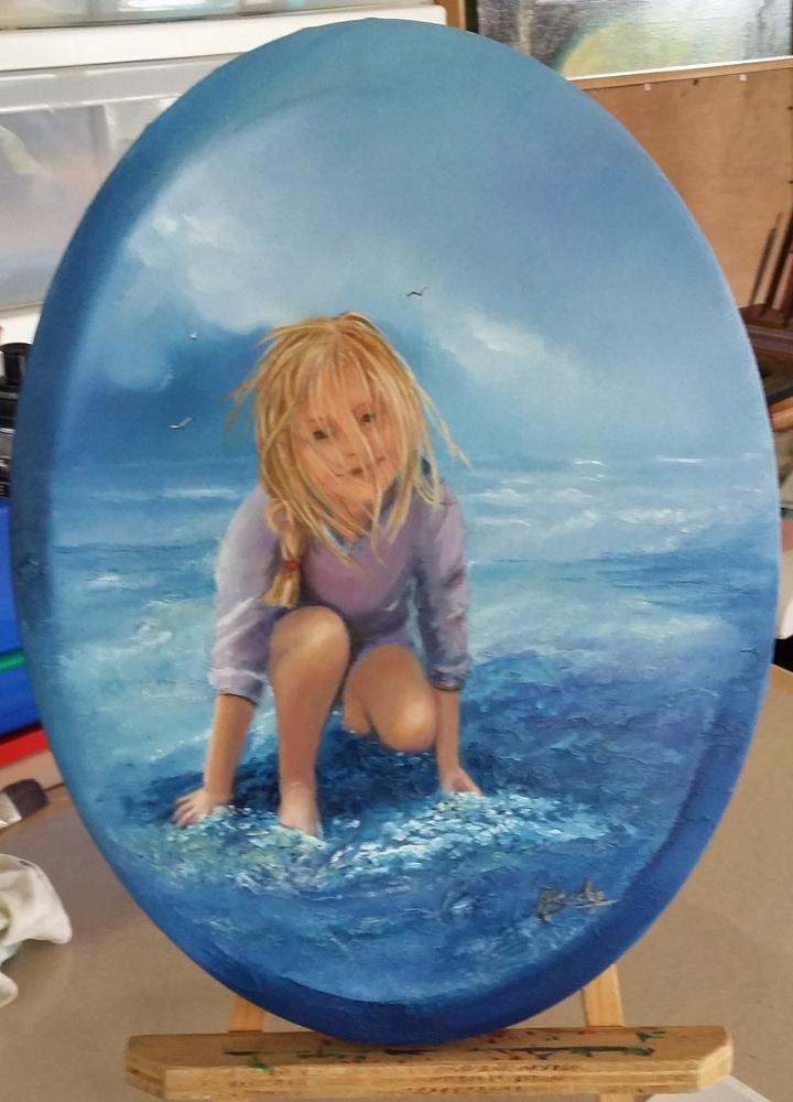 Petite fille au bord de la mer