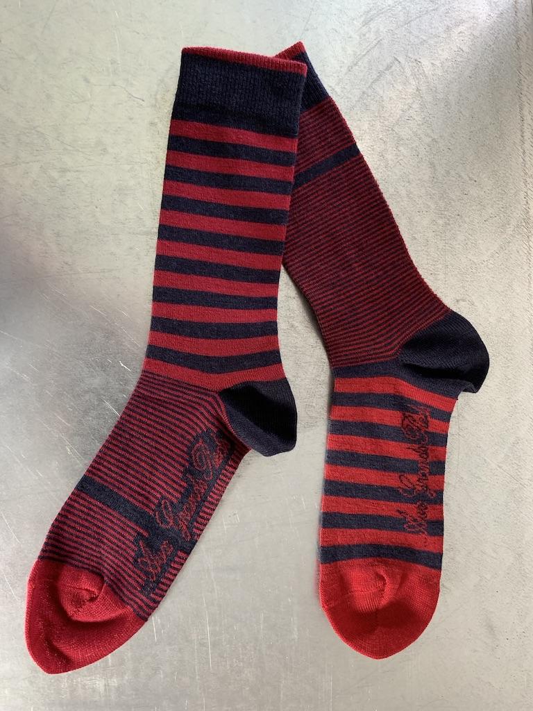 Wollsocken passend mit dem Pullover in Merinowolle mit V-Ausschnitt (CHF 29.-)