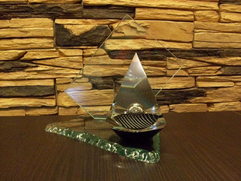 Pokal mit Pyramide- (Mundgeblasen)