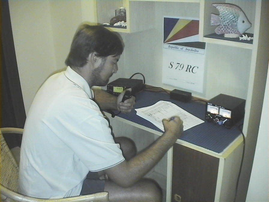 S79RC - Operator during activation on Mahe Is. - Sett. 2006