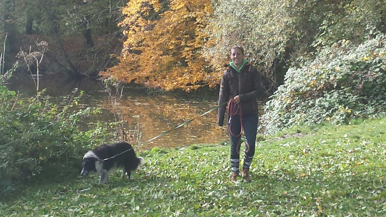 Oktober, Met HUS Voetjes van de Vloer wandelen. Hier met ouwe Saar.
