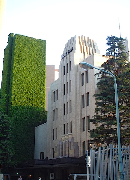 都内ホテルの駐車塔