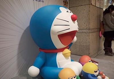 新宿から箱根あたりにドラえもんが100体いるらしい