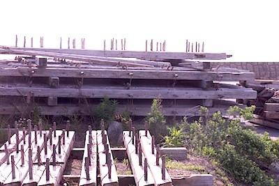 定置網の構造物。木製だったのだね