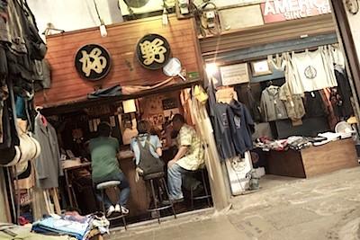 9/7 駅前市場跡は5軒程になり。昼から盛り上がる居酒屋の一角