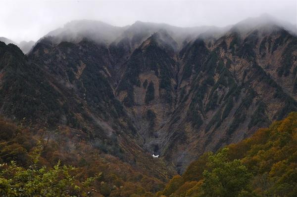 荒沢岳 万年雪渓と雲海